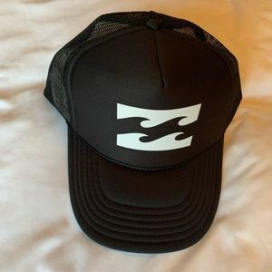 BILLABONG BLACK TRUCKER HAT